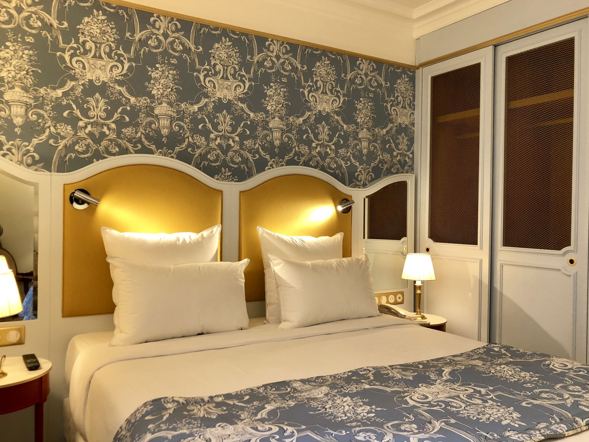 378/Chambres/Classic/hotel-mayfair-paris-classic-room-02.jpg