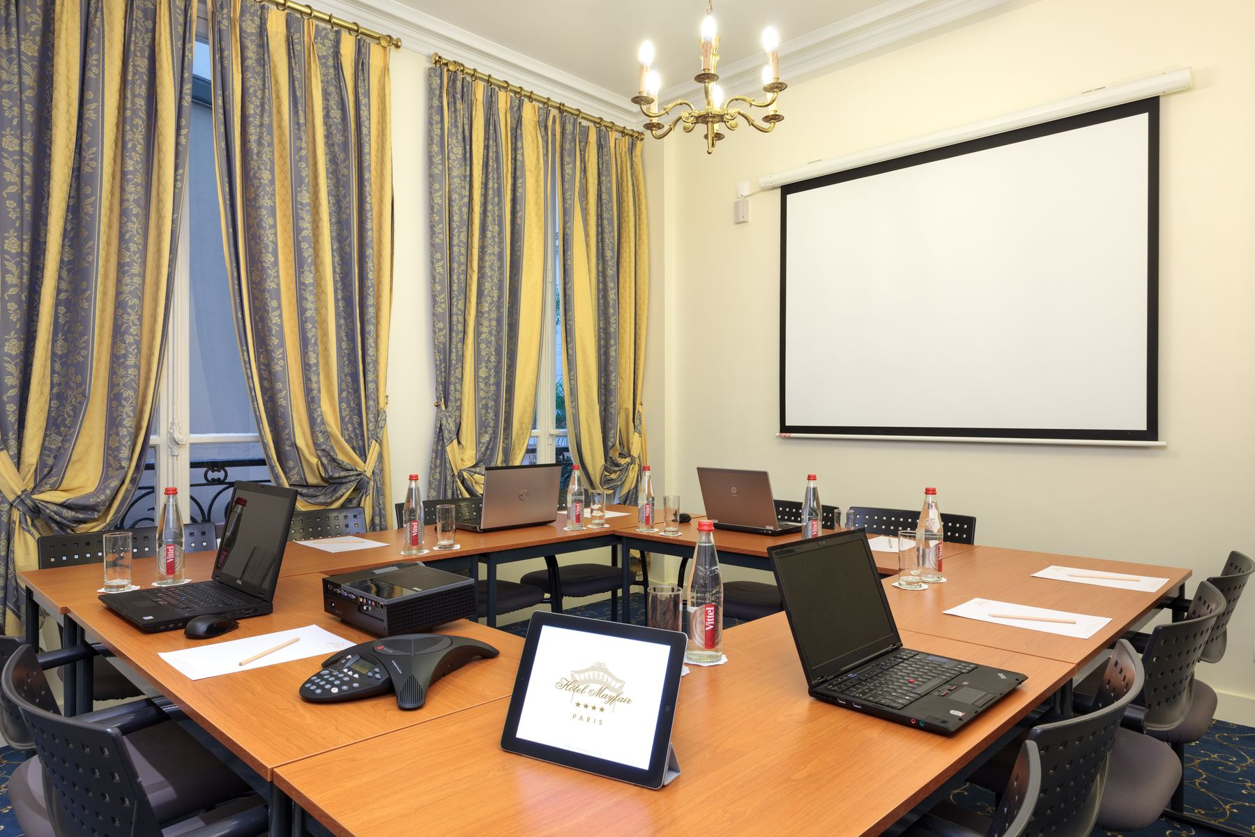 378/Galerie/8-Hotel Mayfair Paris Business Meeting Room 1_resultat.jpg